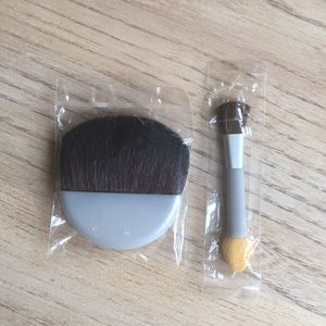 NEW Mary Kay 2 piece Brush Set